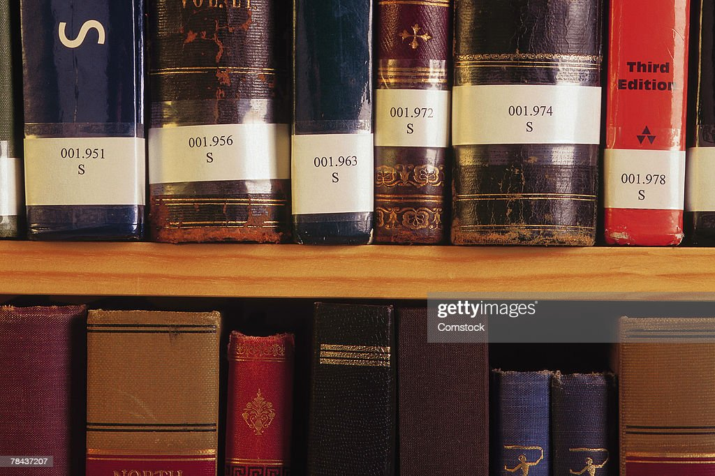 Close up of library books on shelf : Stockfoto
