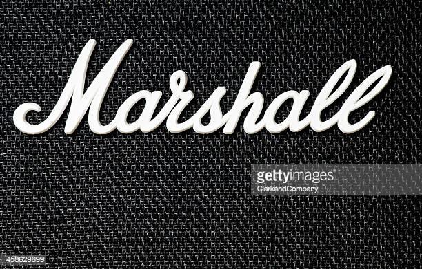 nahe -bis von marshall verstärker-logo - moderne rockmusik stock-fotos und bilder