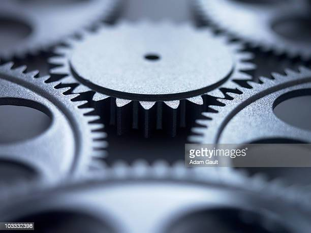 close up of metal cogs - effectiviteit stockfoto's en -beelden