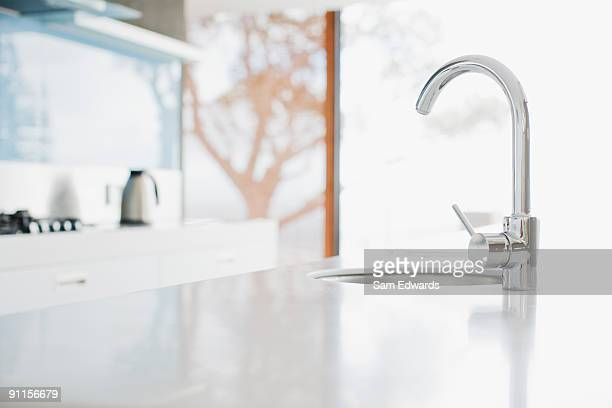 close up of modern kitchen faucet and sink - keuken stockfoto's en -beelden