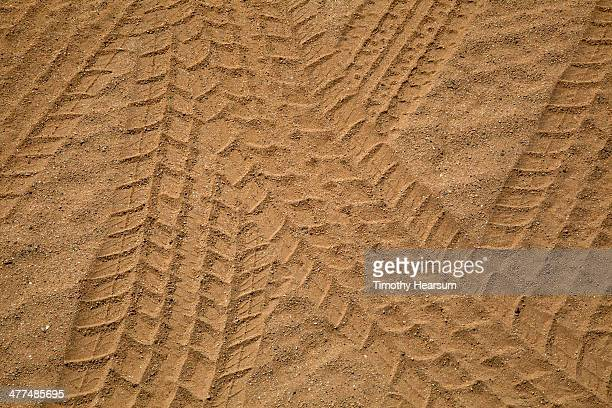 close up of multiple tire tracks in the sand - timothy hearsum fotografías e imágenes de stock