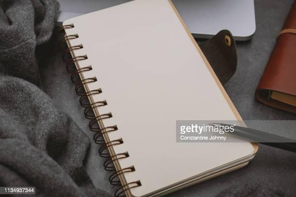 close up of notebook page - zusammenstellung stock-fotos und bilder