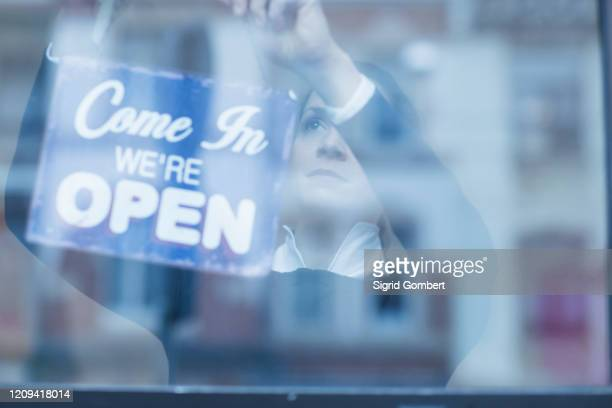 close up of 'open' sign in a shop window. - sigrid gombert stock-fotos und bilder