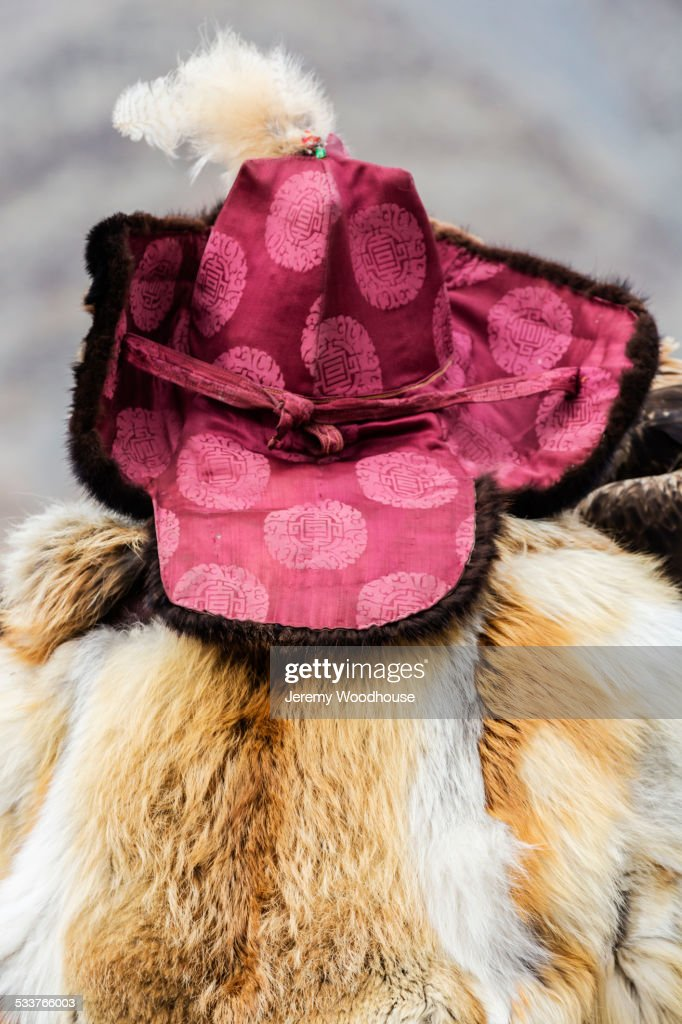 Close up of person wearing traditional hat and fur coat : Foto stock