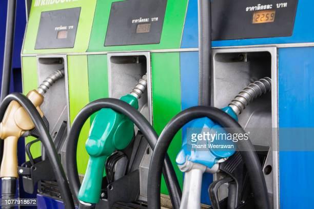 close up of petroleum gasoline station service. - estação - fotografias e filmes do acervo