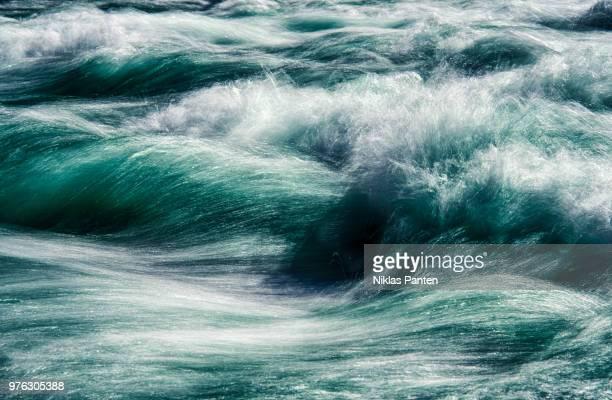 close up of sea waves, california, usa - stroomversnelling stockfoto's en -beelden