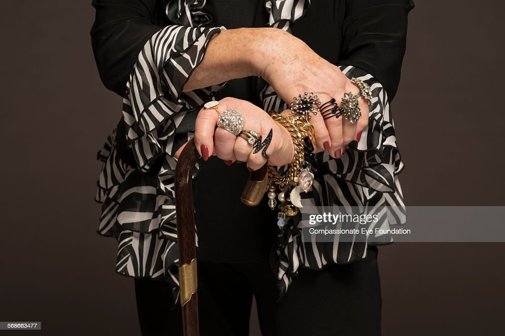 Close up of senior woman wearing rings : Foto de stock