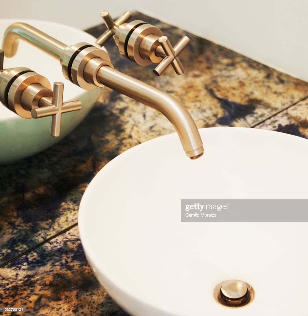 Close up of sink and faucet in modern bathroom : Foto stock