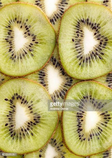 close up of sliced kiwi fruit - andrew dernie stockfoto's en -beelden