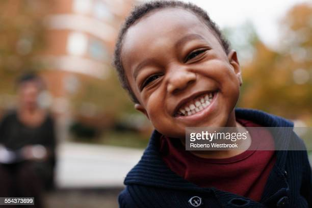 close up of smiling face of african american boy - peuter stockfoto's en -beelden