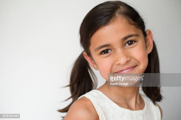 close up of smiling girl wearing pigtails - cabelo castanho - fotografias e filmes do acervo