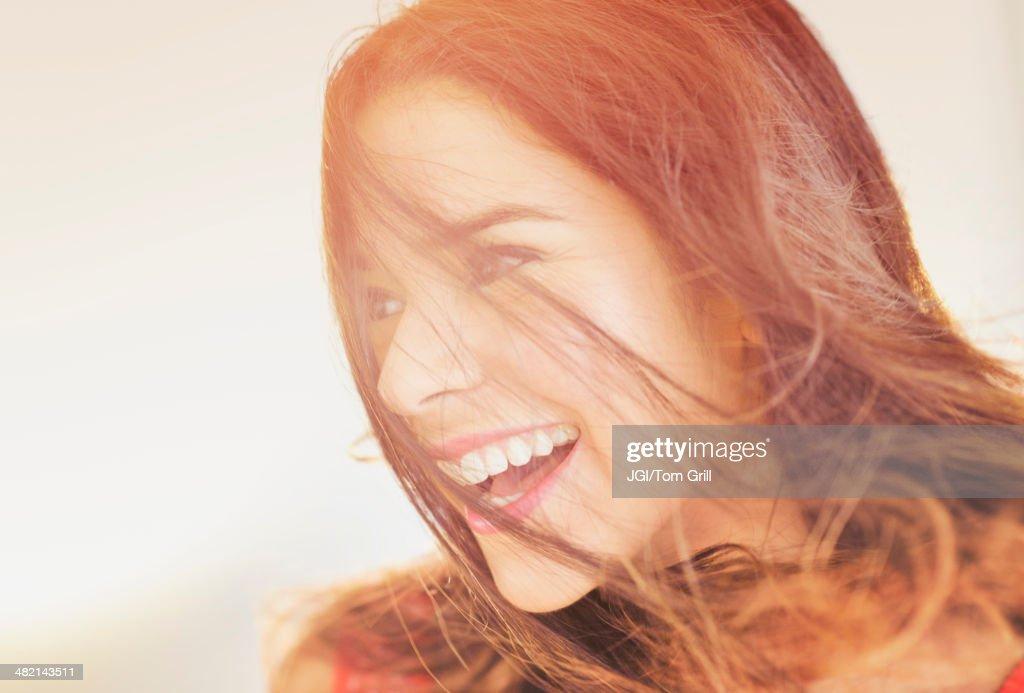 Close up of smiling Hispanic woman : ストックフォト