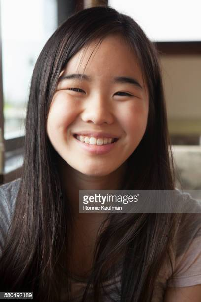 close up of smiling japanese girl - 12歳から13歳 ストックフォトと画像