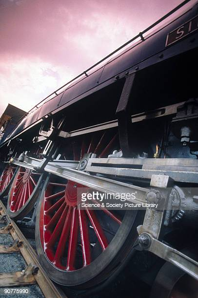 Close up of the motion of Sir Nigel Gresley�s the Mallard No 4468
