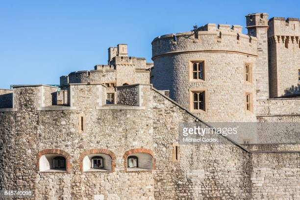 close up of the tower of london during a sunny day - anne boleyn stock pictures, royalty-free photos & images