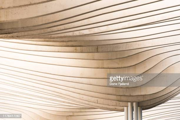 close up of the white concrete pergola in muelle uno in málaga - dorte fjalland stock pictures, royalty-free photos & images