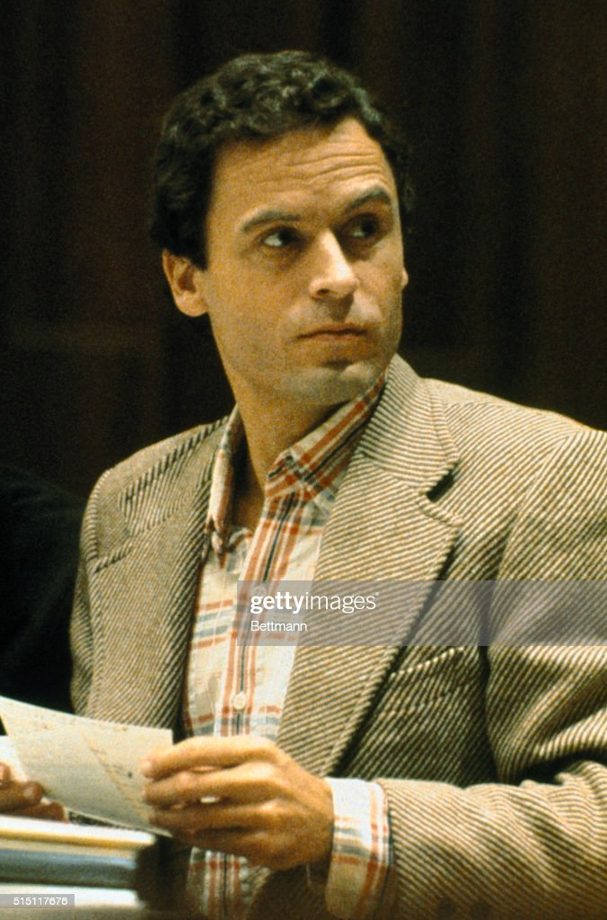 Mass Murderer Ted Bundy Pausing : ニュース写真