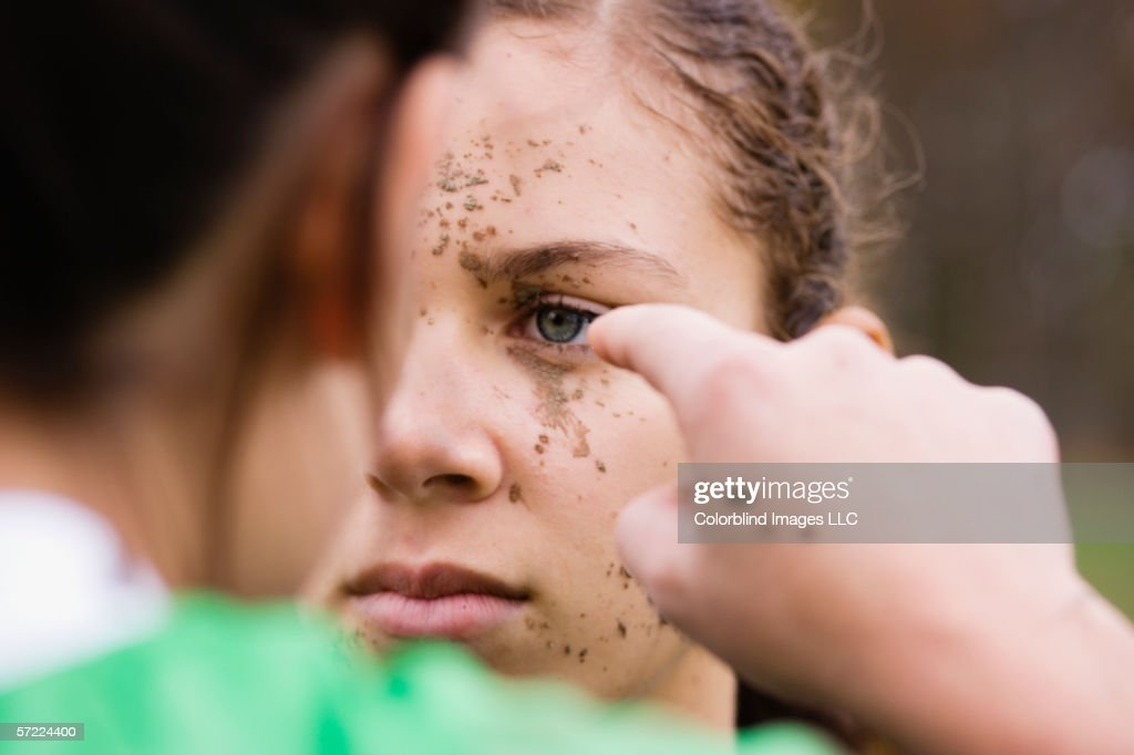 Close up of two girls fighting : Foto de stock