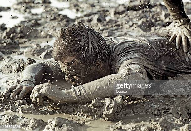 close up of two man fighting in mud - nederlaag stockfoto's en -beelden
