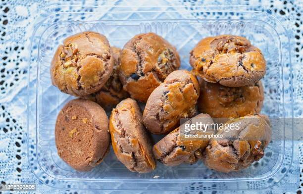 close up of wallnut cookies in transparent package. - emreturanphoto fotografías e imágenes de stock