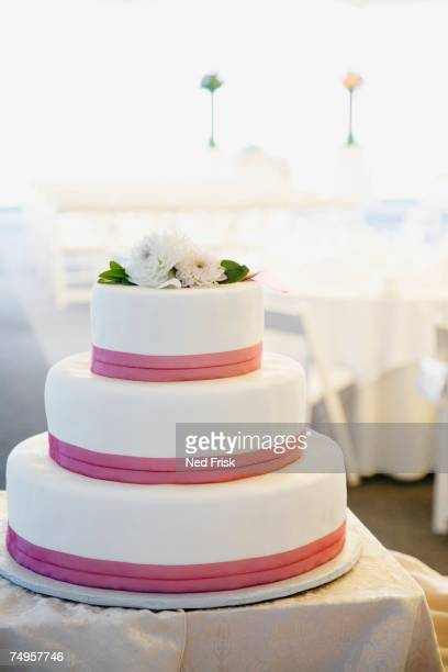 close up of wedding cake - wedding cake foto e immagini stock