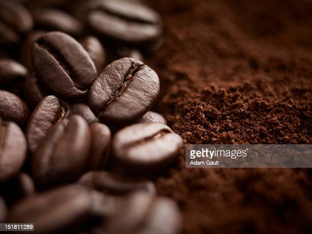 close up of whole coffee beans and ground coffee - café moulu photos et images de collection