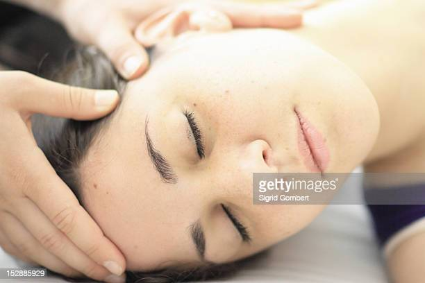 close up of woman having scalp massage - sigrid gombert stock-fotos und bilder