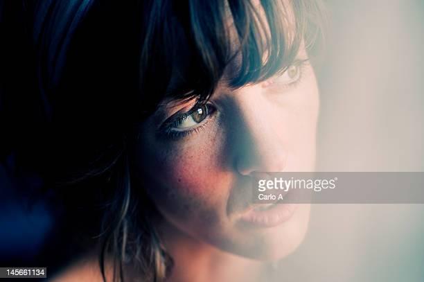 close up of woman - regarder photos et images de collection