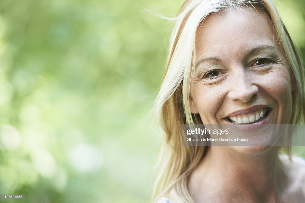 Close up of woman smiling : Stock-Foto
