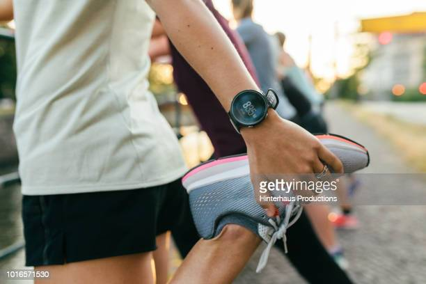 close up of woman stretching before run - gezonde levensstijl stockfoto's en -beelden