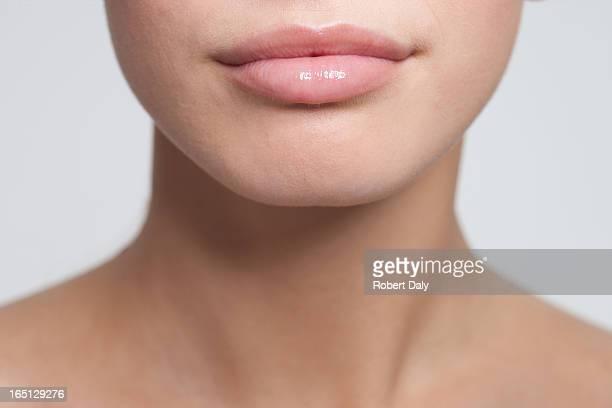 Nahaufnahme von Frau auf den Mund und Schultern