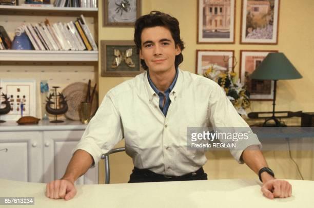 Close up Olivier Minne presentateur de l'emission televisee 'Matin Bonheur' sur France 3 le 7 octobre 1994 a Paris France