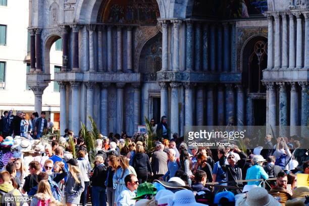 close up on crowds at san marco basilica, palm sunday, venice, italy - palmzondag stockfoto's en -beelden