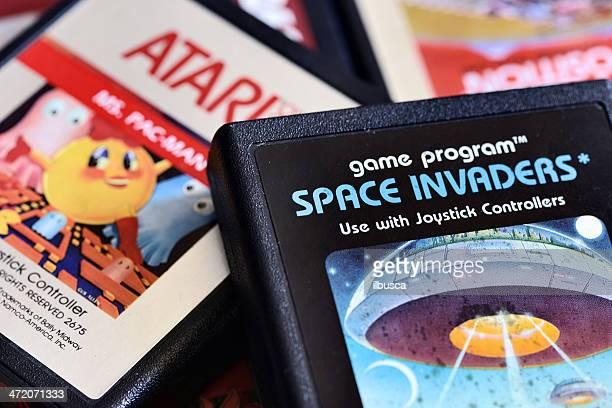 Close up on vintage Atari 2600 cartuchos de videojuegos