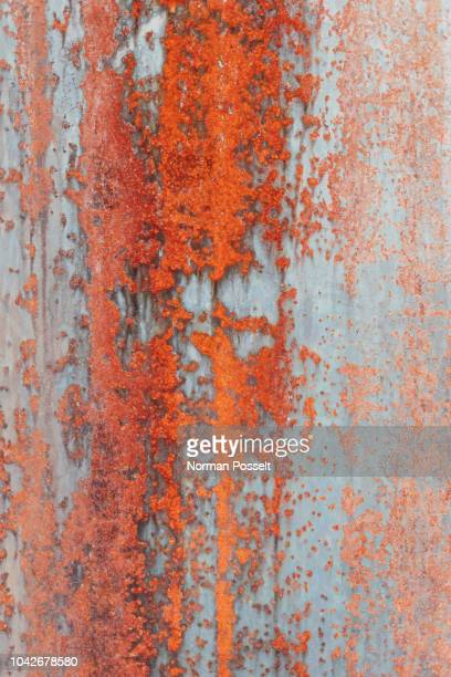 close up orange rust on metal - rust colored - fotografias e filmes do acervo