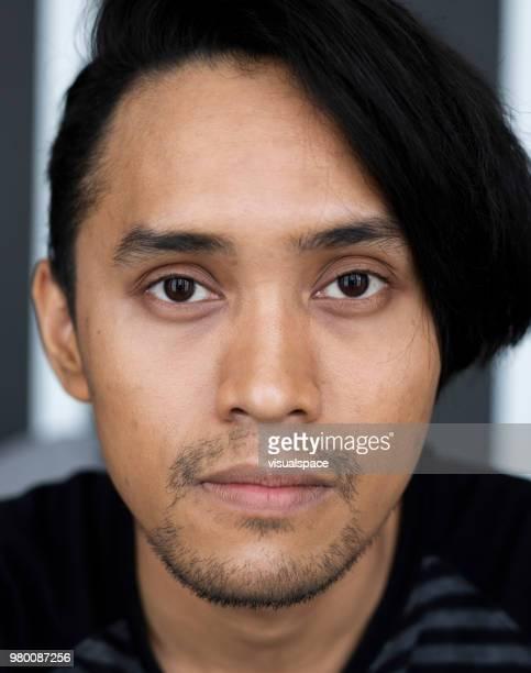 feche o retrato de um homem asiático. - etnia oriental - fotografias e filmes do acervo