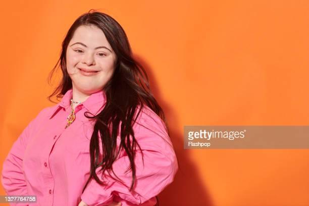 close up portrait of confident, happy young woman - persons with disabilities - fotografias e filmes do acervo