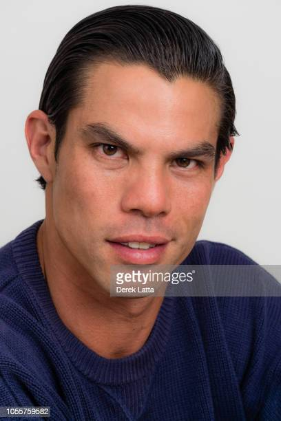 Close up portrait of handsome man in his 30s with confident smile'n