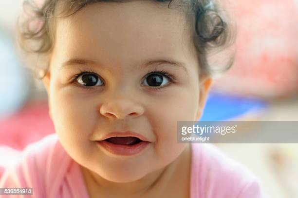 PERSONNES: Gros plan Portrait de souriant bébé fille.