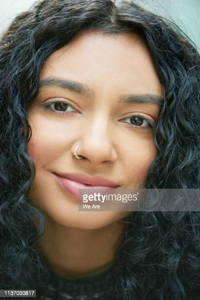close up portrait of woman - farbquadrat stock-fotos und bilder