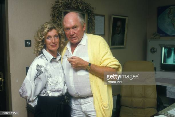 Close up professeur Julius Hackethal fervent défenseur de l'euthanasie ici avec son épouse le 17 août 1987 à Munich Allemagne