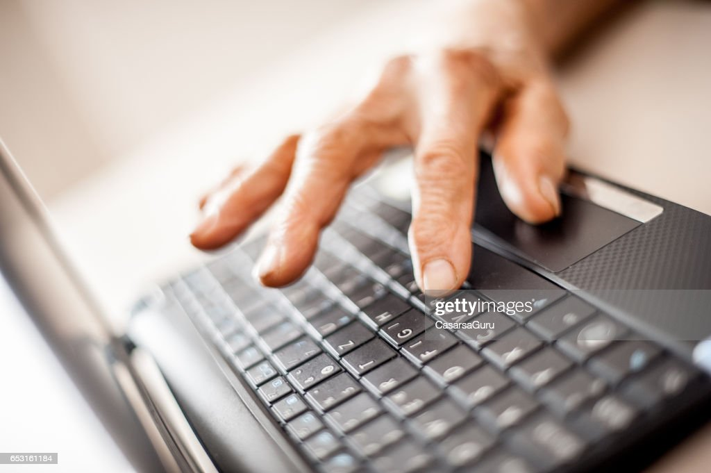 Close Up Senior Woman Old Hands Using Laptop : Foto stock