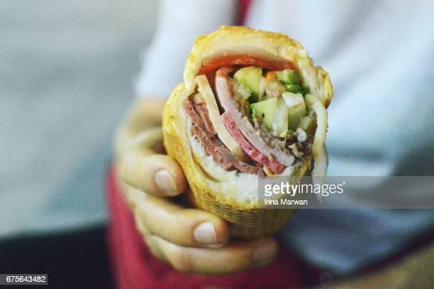 close up shot of bánh mì