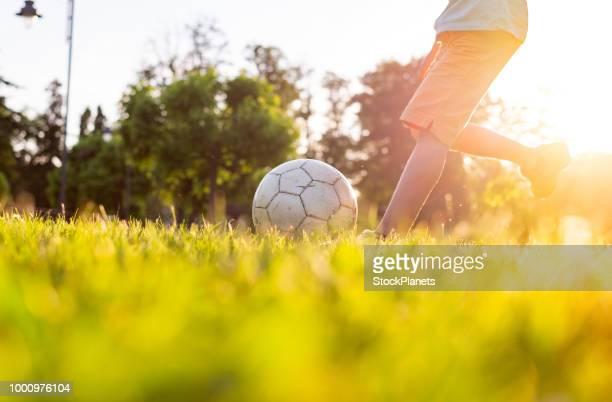 närbild av fotboll på gräset - amerikansk fotboll boll bildbanksfoton och bilder