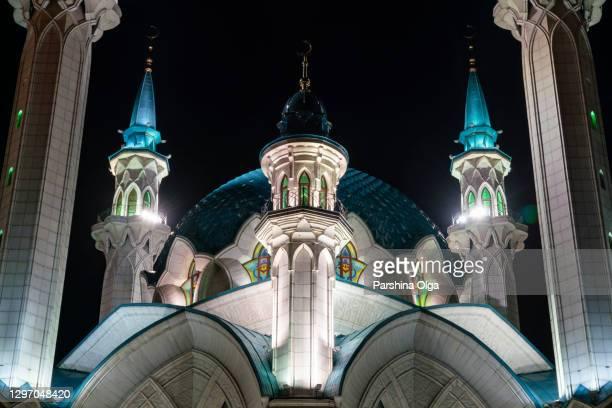 夜にカザンのモスククルシャリフに近い - カザン市 ストックフォトと画像
