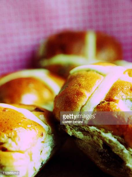 close up view of hot cross buns - hot cross bun stock pictures, royalty-free photos & images