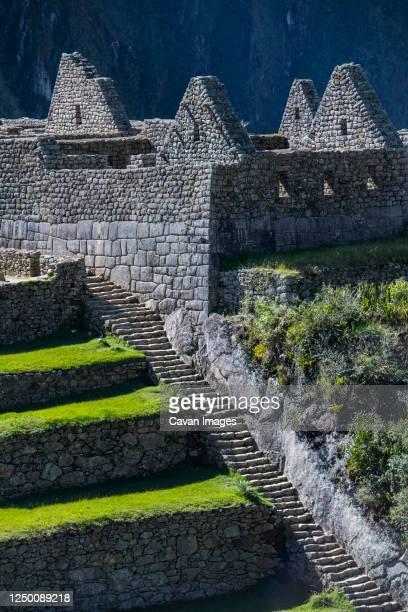 close up view of inca ruins, machu picchu, peru - bezirk cuzco stock-fotos und bilder