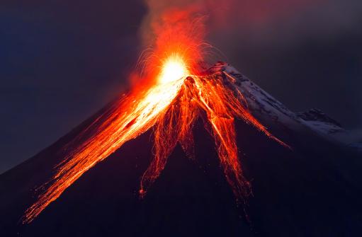 Close up volcano eruption (Tungurahua) 451543103