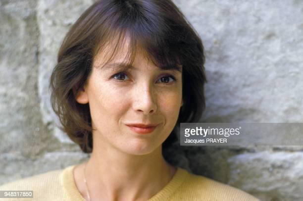 Close upe Sabine Azéma lors du tournage du film 'Zone rouge' réalisé par Robert Enrico le 3 novembre 1985 en France
