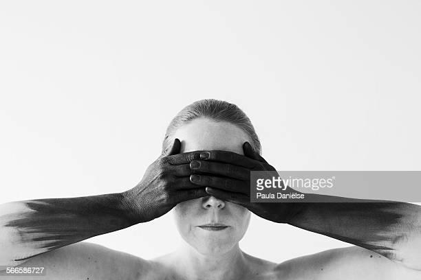 close your eyes for black thoughts - cuerpo pintado fotografías e imágenes de stock